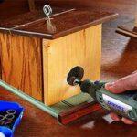 dremel tallando casita en madera
