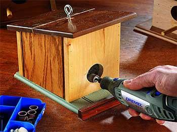 dremel 3000 tallando casita en madera